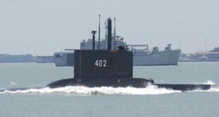 Almanya İsrail'e 3 denizaltı satacak