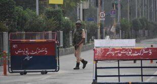 Cammu Keşmirliler tutuklanan yakınlarını görmek için mücadele ediyor