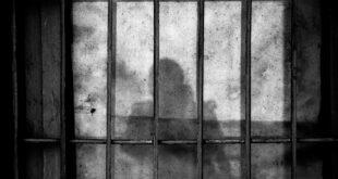 Anayasa Mahkemesi'nin 'terör örgütü değil' dediği Hizb-ut Tahrir'in propagandasını yaptıkları gerekçesiyle iki kişi tutuklandı